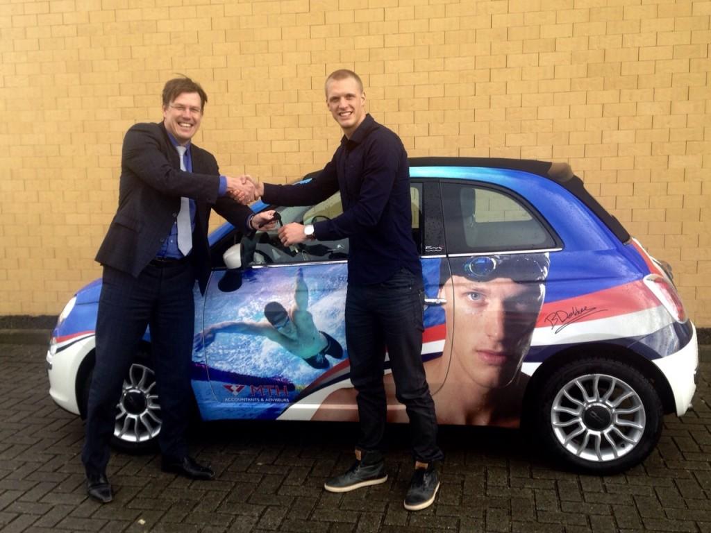 Olaf ten Hoopen en Bram Dekker bij de Fiat500