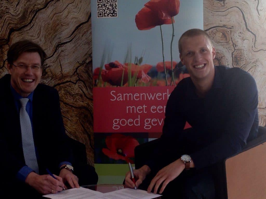 Olaf ten Hoopen en Bram Dekker ondertekening sponsorcontract