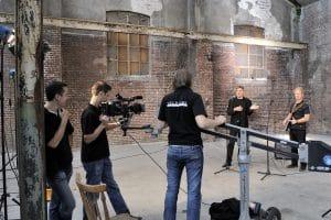 De crew met JIB aan het werk op set