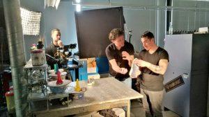 Opnames in de werkplaats van van Drunen schoenfabriek
