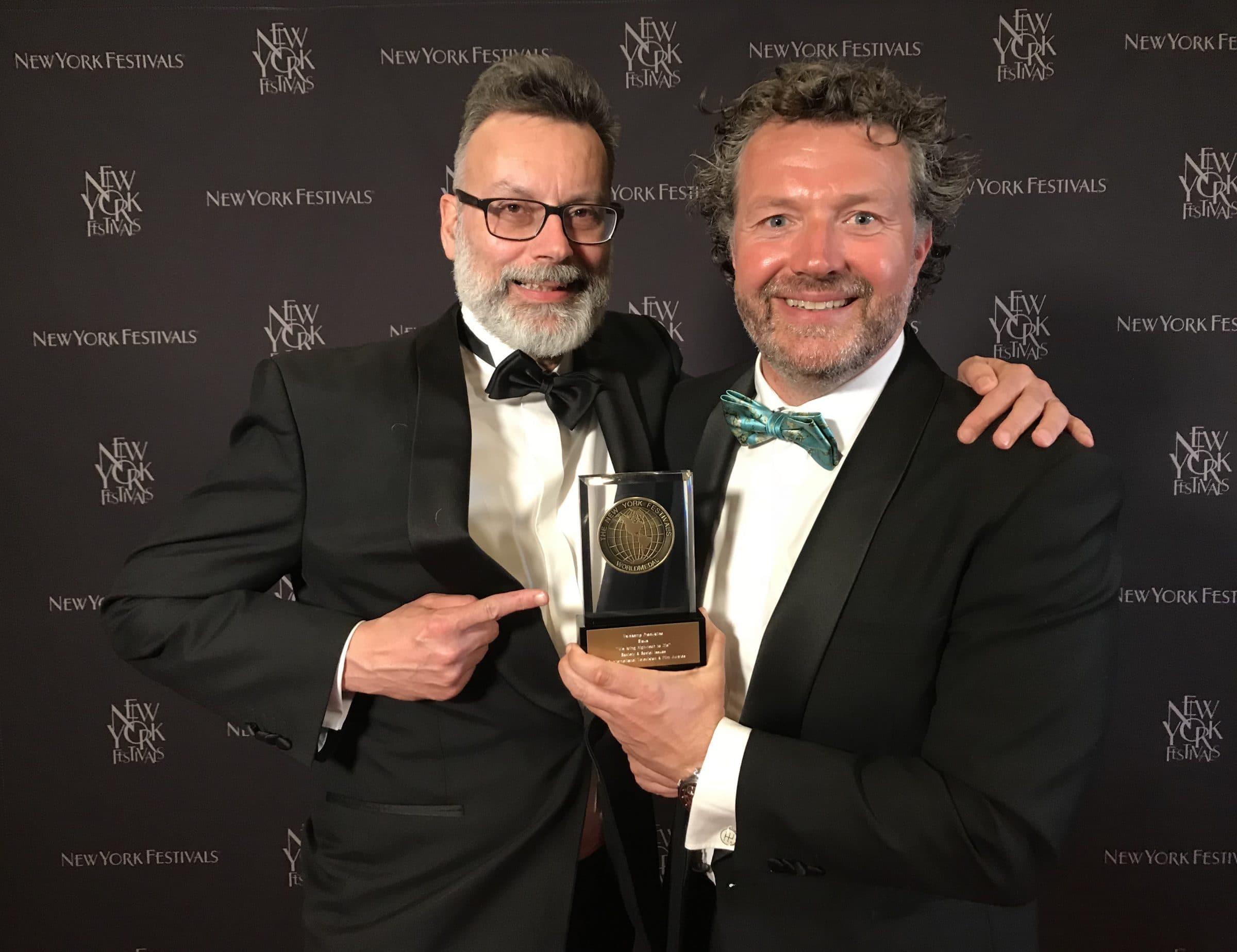Jeroen Veldkamp en Mark Hoevenaars met de gewonnen award