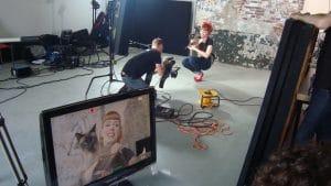 Cameraman Rick aan het werk op de set van Top Vintage