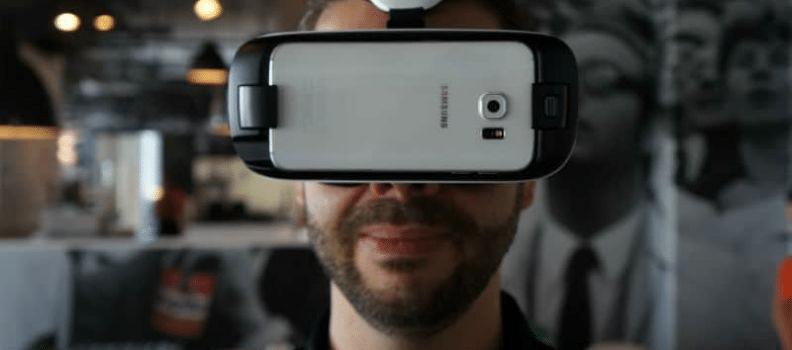 Hans Nellen met VR bril