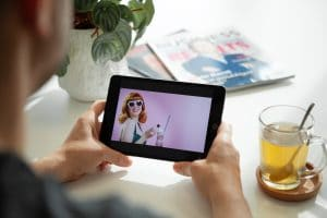 Videomarketing video van Top Vintage op een tablet