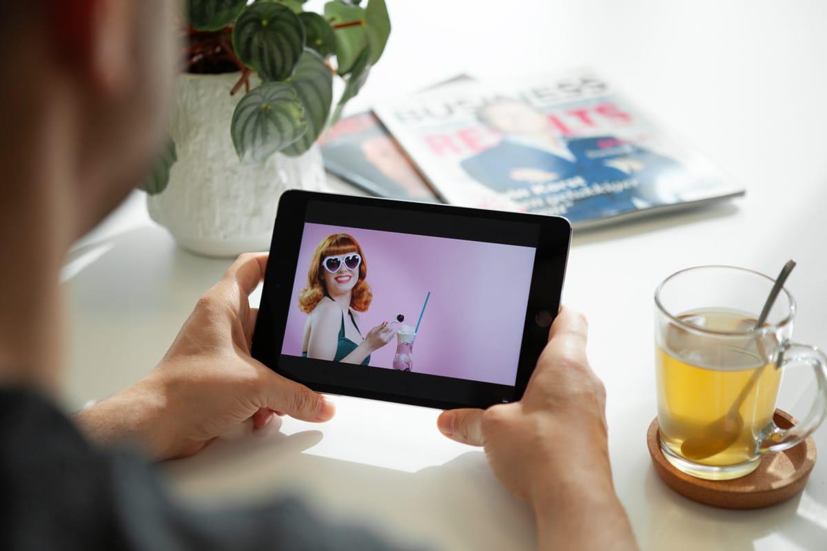 Videomarketing video van Top Vintage op een tablet