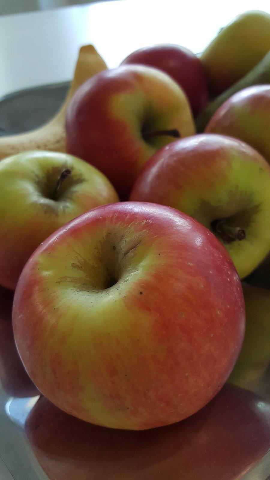 Appels op in de fruitschaal